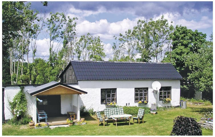 Holiday cottage with 2 bedrooms on 65m² in Gärsnäs