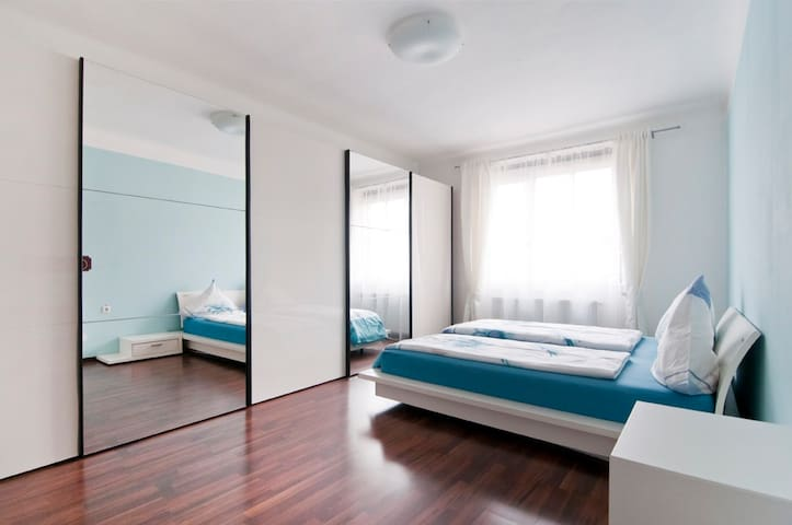 Cosy & Spacious 70m2 in City Center with Balcony!!