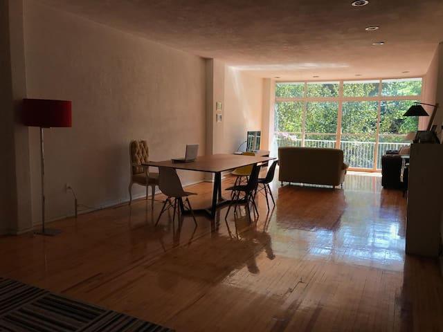 Luminosa habitación con baño privado en Condesa