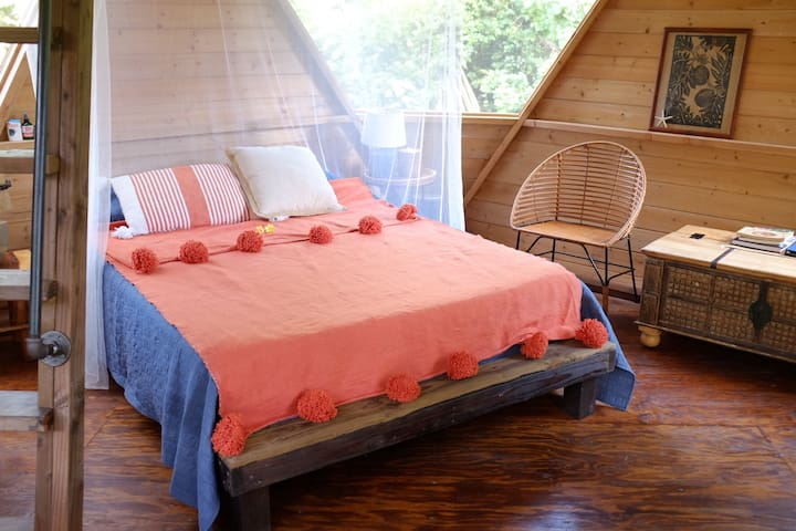 Very comfortable queen size memory foam mattress with a mosquito net just in case you need it.