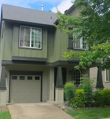 Beautiful Hillsboro Home, Corporate Rental