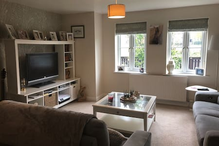 Spacious ground floor 2 bed with full bathroom.