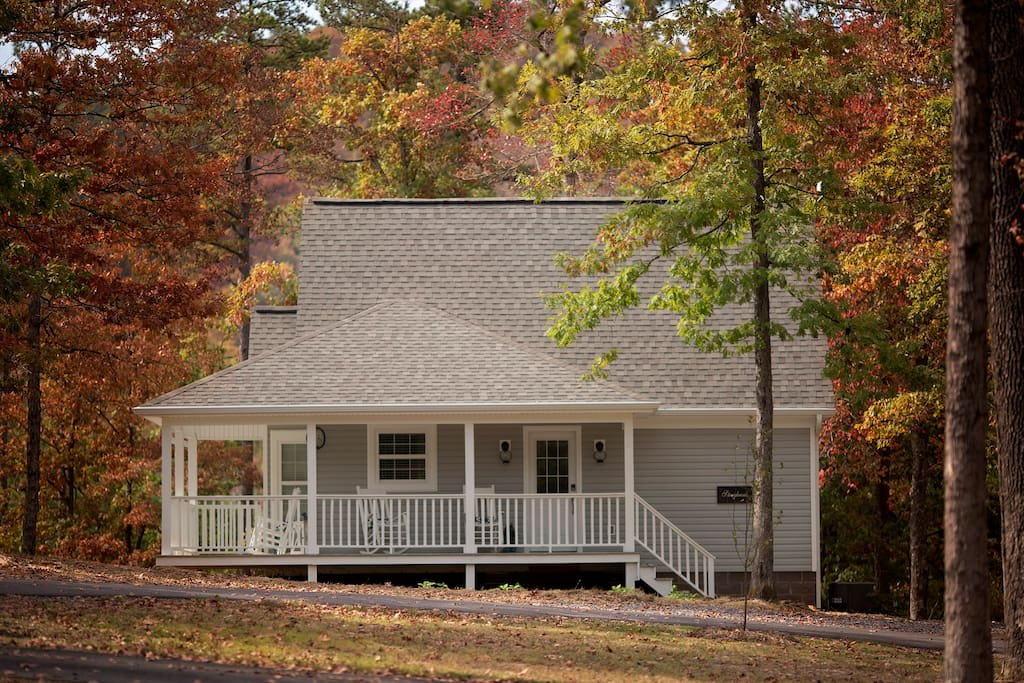 Storybrook Cottage  Rental in fall in Mena Arkansas