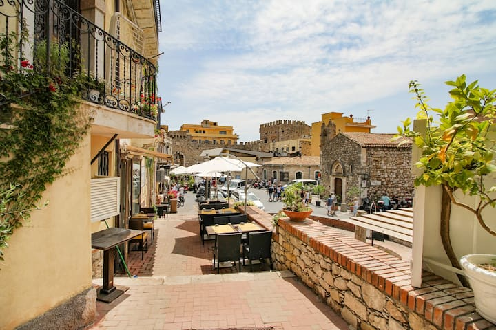 NEW! Amazing Taormina for 3!