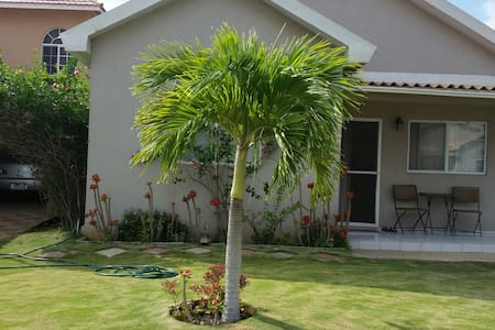 Peaceful and cozy oasis - Portmore - 獨棟