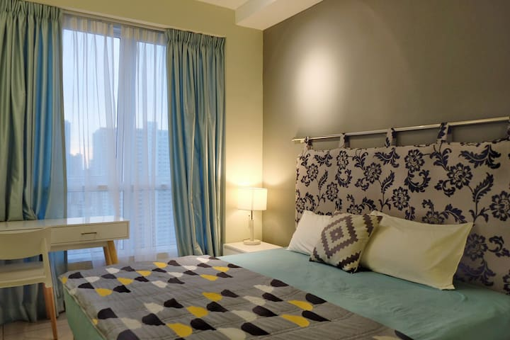 Sleep in our contemporary en-suite bedroom! You will have a refreshing moment after a good night sleep