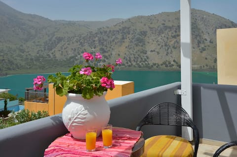 Villa Vaso,3bd,2ba,luxury & peace,great lake views
