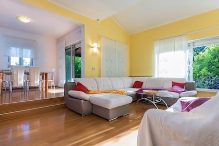 Green garden apartment 700 m from beach  (4+2)