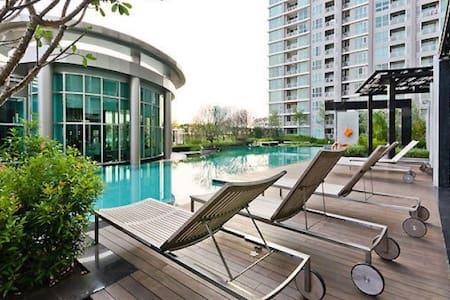 ★ New, Modern | Top Floor | Sky Pool | 10 m to MRT