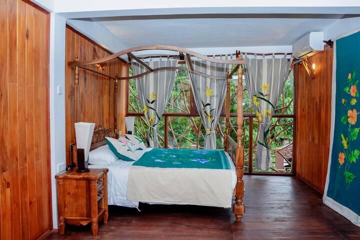 Lush Life Villa, luxury private rooms in rural SL