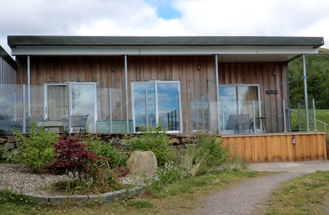 Delightful chalet overlooking Strathtay