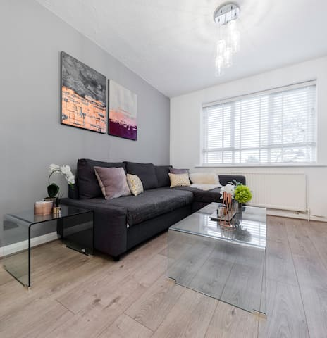 Stylish Clean london apartment 2min to station!!!