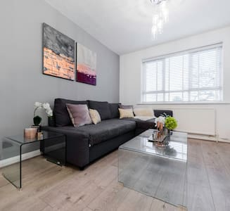 Stylish Clean london apartment 2min to station!!! - Enfield - Huoneisto