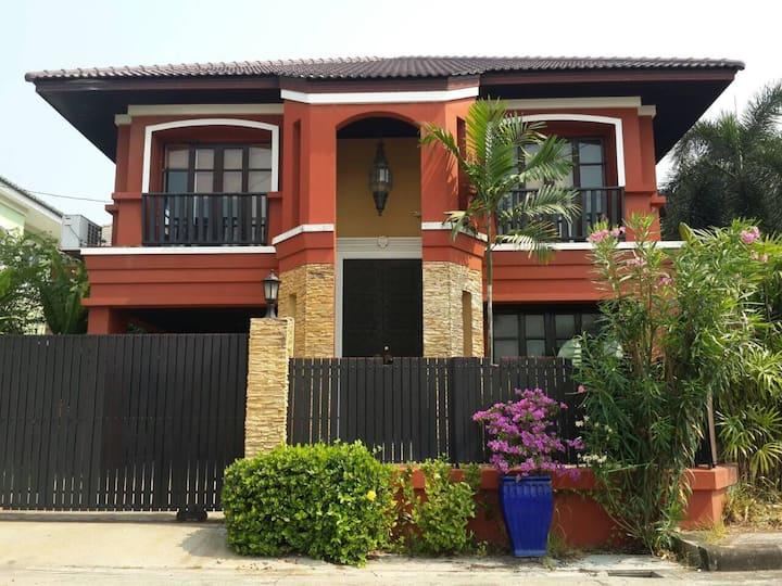 Private Villa Near Bangkok Old City