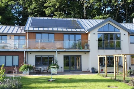 Post-modernist eco-home - Warminster - Hus