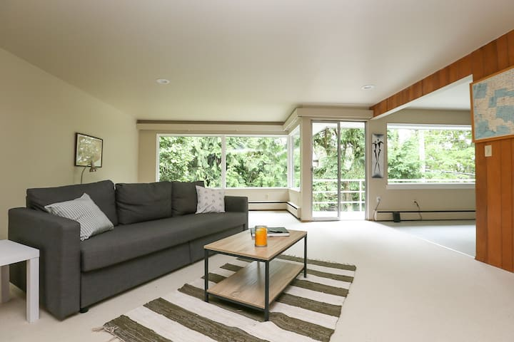 Mid-Century Modern Oasis in South Seattle