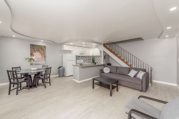Sacramento 2 bedr NEW modern condo up to 6 guests