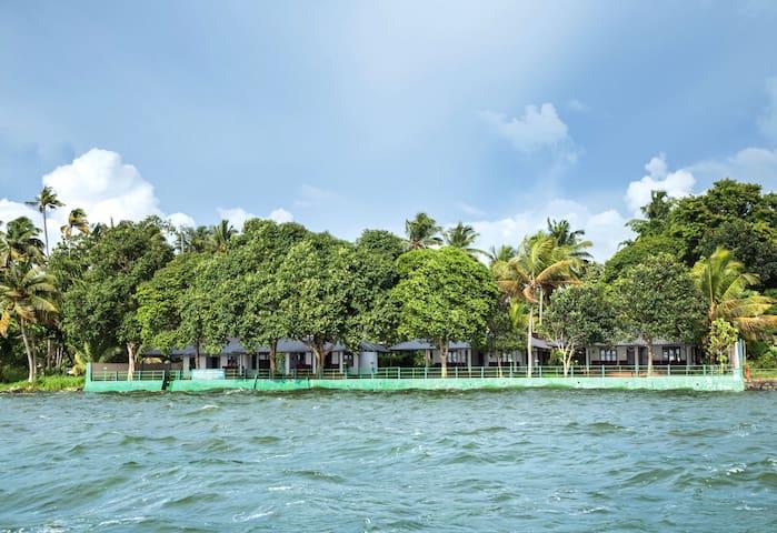 10 Lakeside AC Rooms In Kumarakom, Kerala, India
