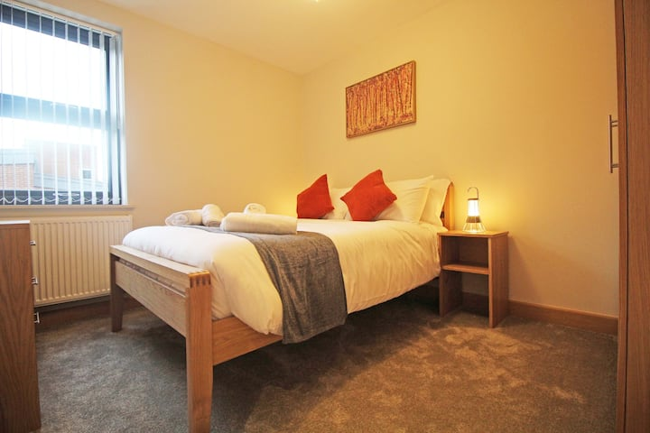 Stylish Central Chester Apartment - Free Parking