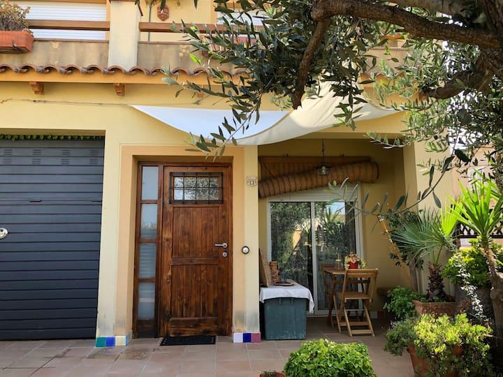 Casa  con piscina y mucho encanto en Cunit.
