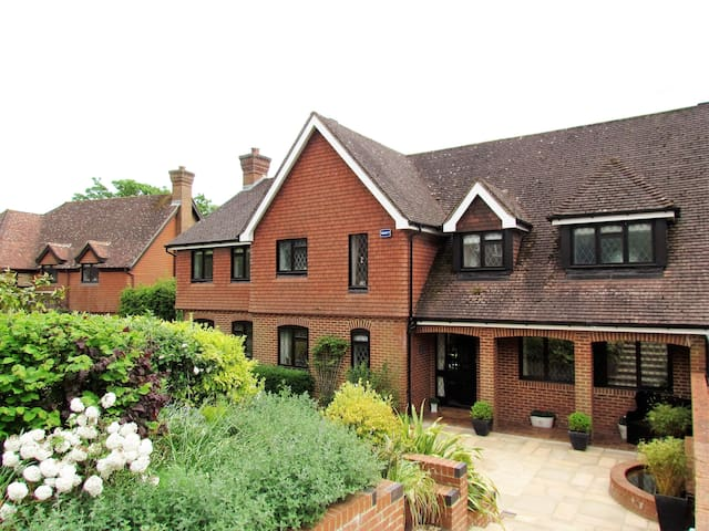 Luxury family home in Kent village - Brenchley - House