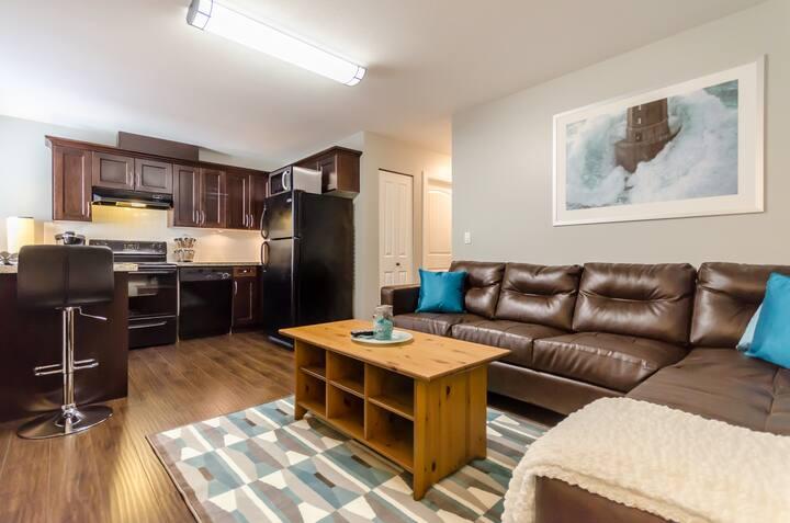 Zebra Inn -Upscale, modern & clean 2 bedroom suite