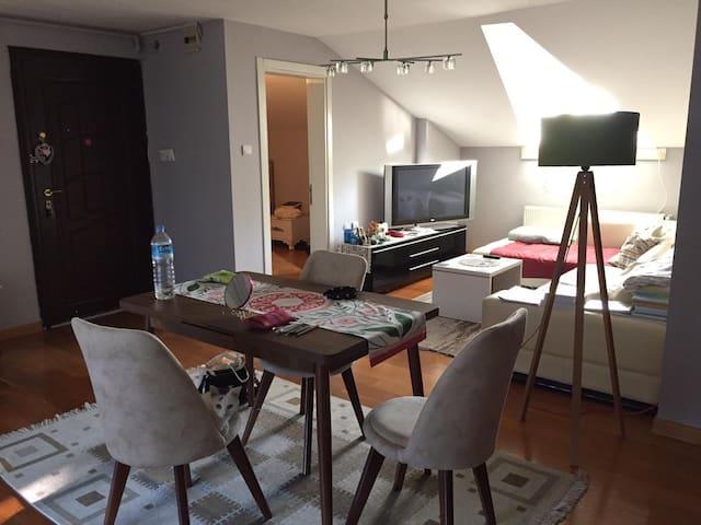 Üsküdar Çengelköy'de, teraslı 1+1 sevimli dairemiz