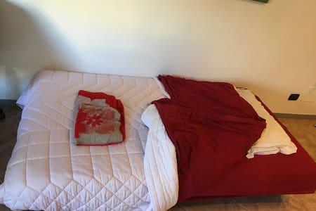 Un Divano letto in centro a Latina - Latina - Apartment
