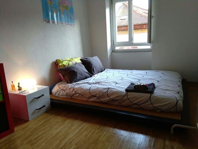 Belle chambre confortable - Yverdon-les-Bains - Byt