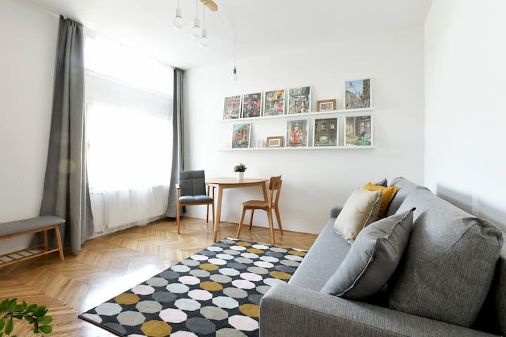 Central Danubefront Apartment