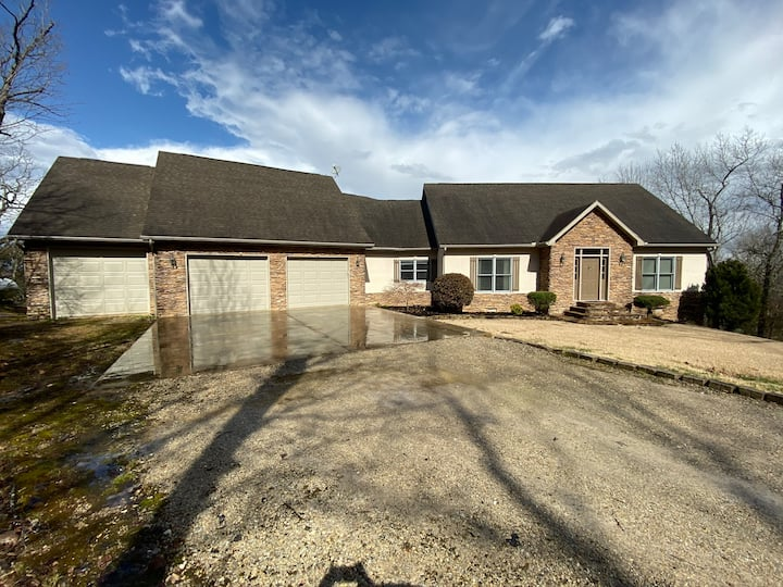 Great home for lake/river access and all amenities