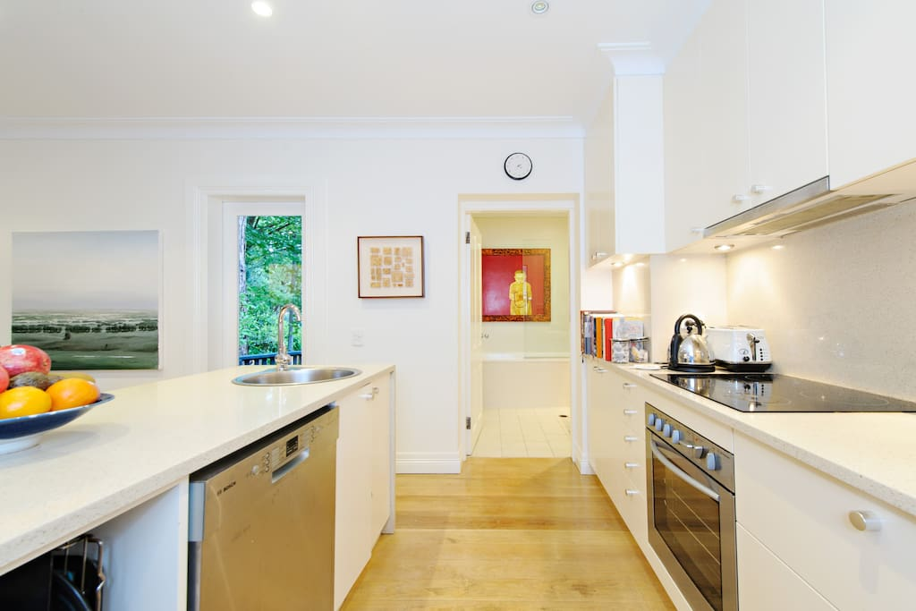 Fully equipped kitchen off dining space