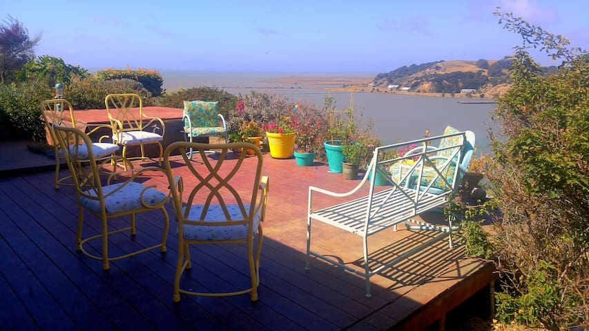 Basic Room Bluff View Home! SF/Napa/Vallejo/N. Bay - Vallejo - 一軒家