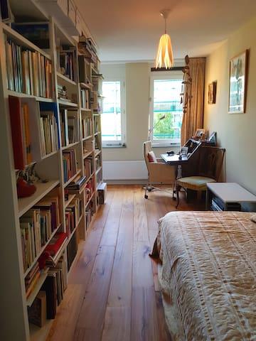 Quiet single bedroom+ parking, near city centre