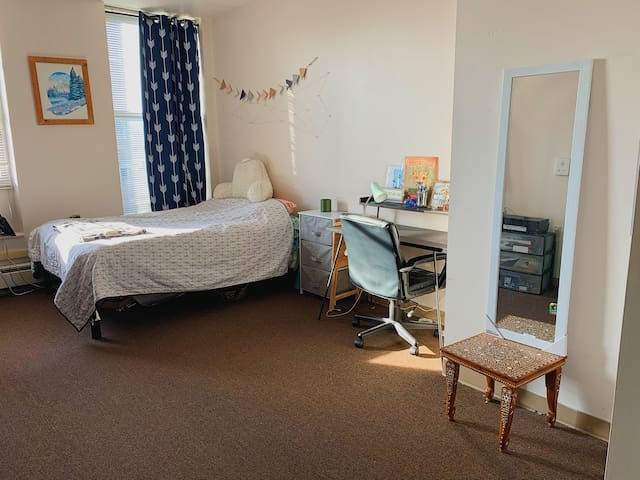 Cozy Studio in downtown, Close to Cornell and IC