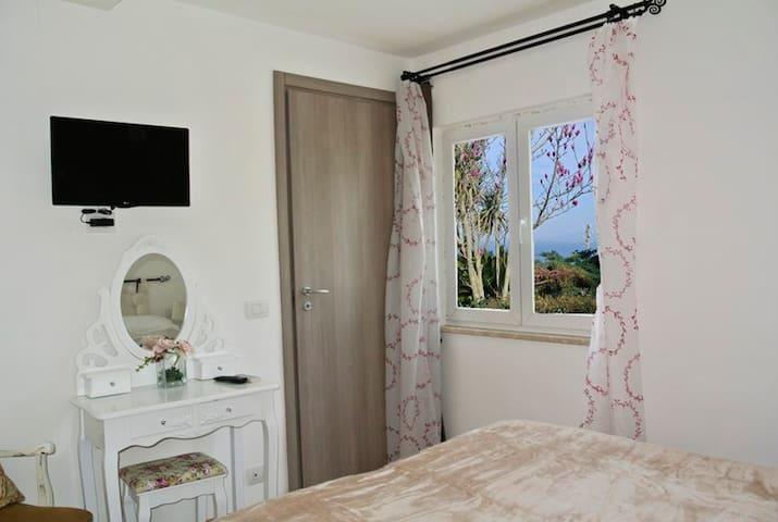 Double room,breakfast , nice view - Anacapri - Talo