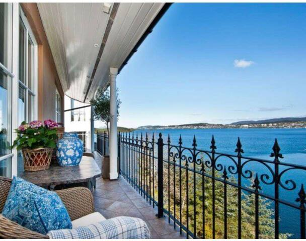 Beautiful  house by the sea with a amazing view.