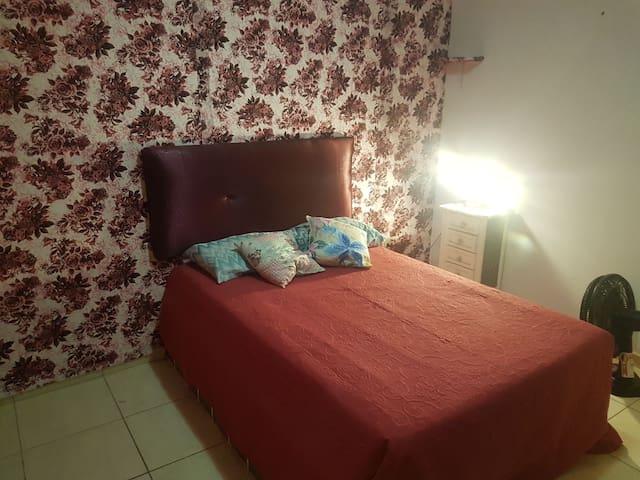 casa sobrado confortável, 5 min do centro, tranqui