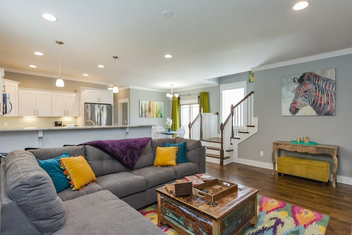 Colorful & Cozy 3bd Cottage