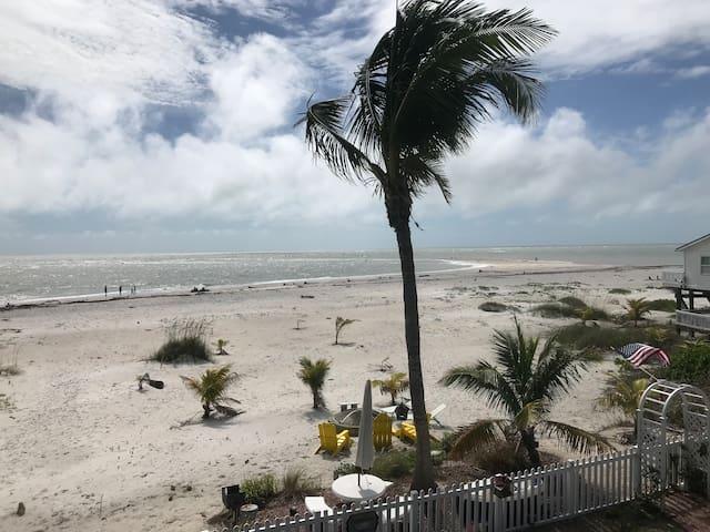 Summer Breeze- Premier beach front location