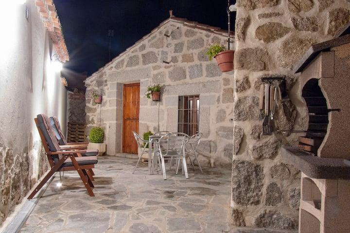 Casa Rural con Jacuzzi para parejas - EL BERRUECO