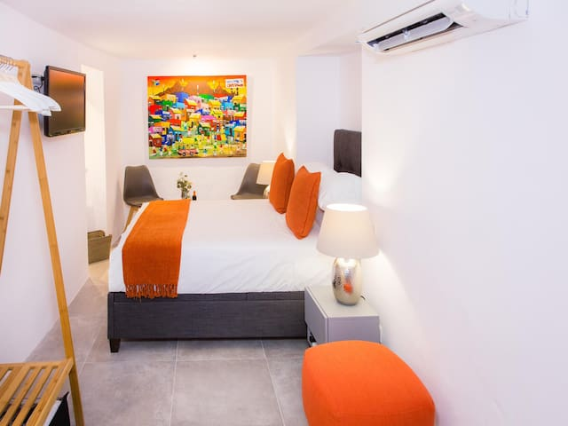 Double room-Deluxe-Ensuite with Shower-Mountain Suite 102