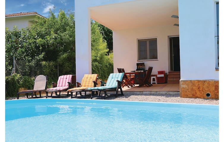 Holiday cottage with 6 bedrooms on 235 m² in Sant Pol de Mar