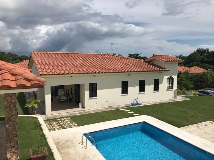 Casa en hacienda pacífica coronado con piscina