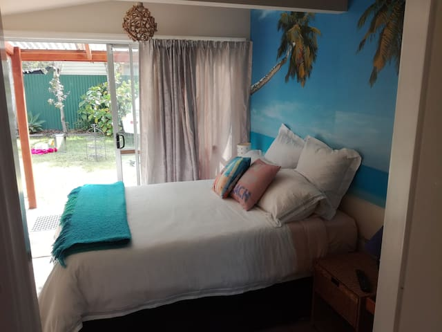 COSY STUDIO  NEAR BEACH WITH OWN BATHROOM