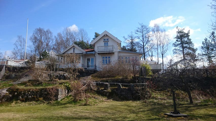 Spring by the Oslofjord - Fjellstrand - House
