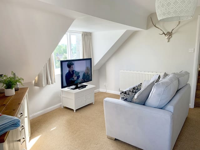 Escape to the Shire -  Private 1st Floor Apartment