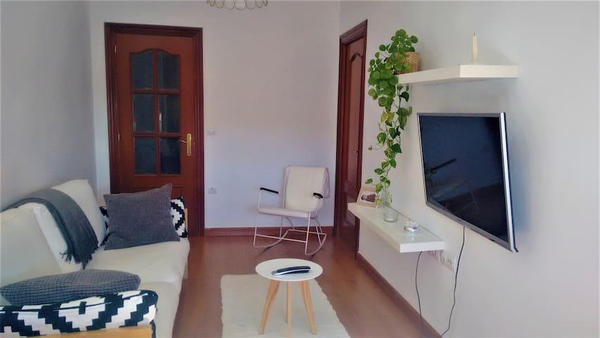 Habitación luminosa en piso moderno