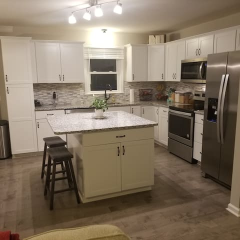 Clean, Comfortable Private Room Near DC
