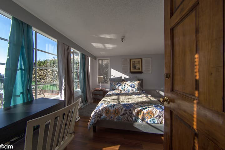 Private 2BR/1BA with Great Bay View